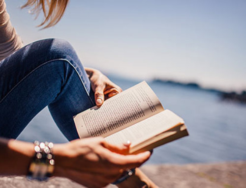 Summer Reads to Hang Out at the Beach With